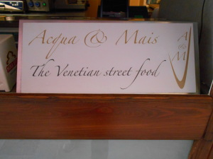Vegan-friendly Acqua & Mais take-out restaurant in Venice, Italy