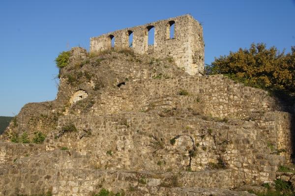 Vegan travel in Ioannina_old walls