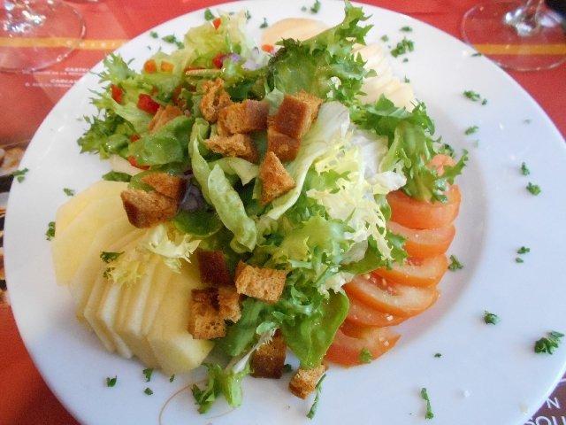Vegan salad at La Maison du Cassoulet, Toulouse, France