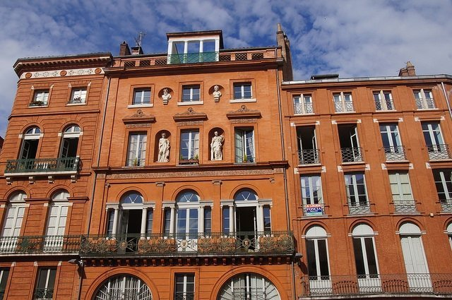 Vegan travel - Toulouse brick architecture