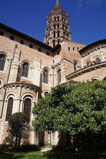 Vegan travel - Toulouse brick architecture2
