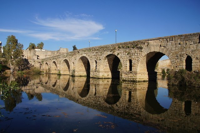 Vegan travel in Mérida - Roman bridge