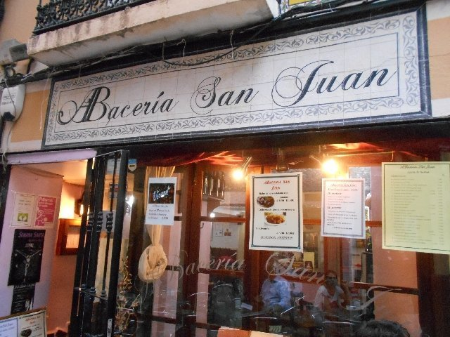 vegan eating at ABacería San Juan, Badajóz, Spain