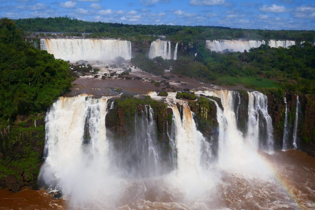Iguazu falls are much bigger than Niagara falls