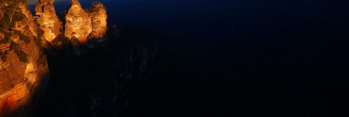 Echo Point and the Three Sisters at sunset