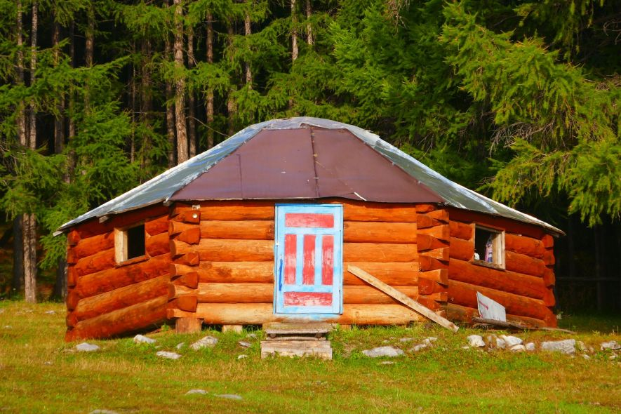 Yurt-shaped log cabin