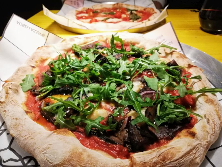 vegan pizza in Lisbon