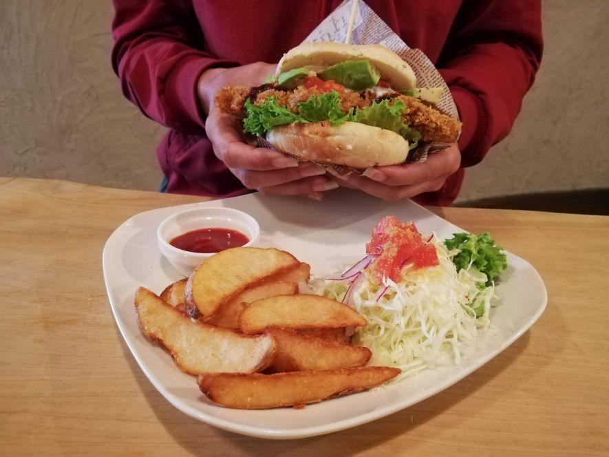 vegan fish burger Morpho Café