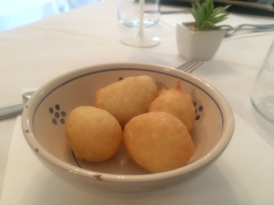 Pettole - fried dough balls