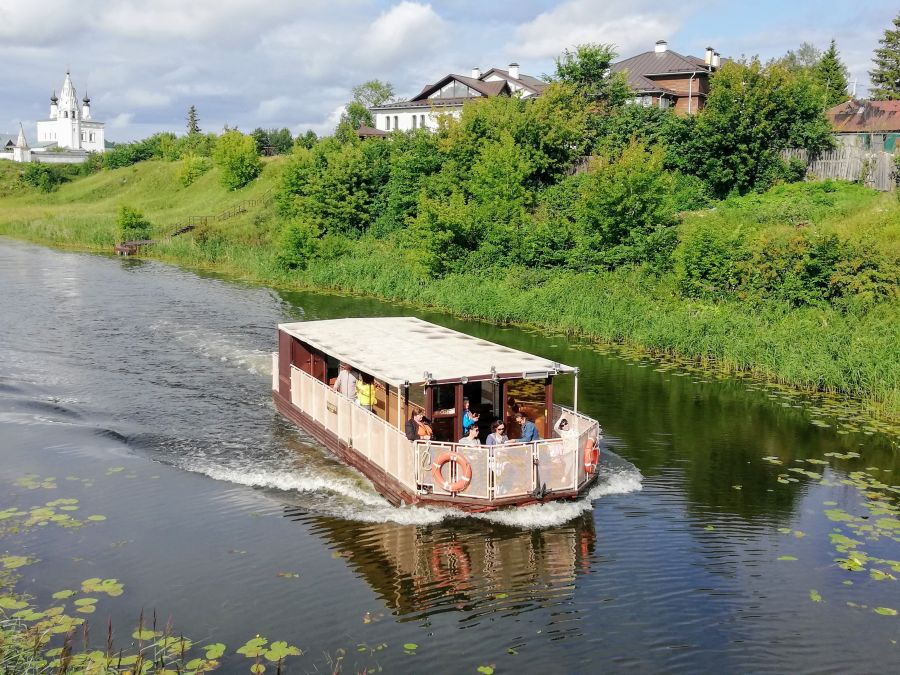 Boat ride on the Kamenka River