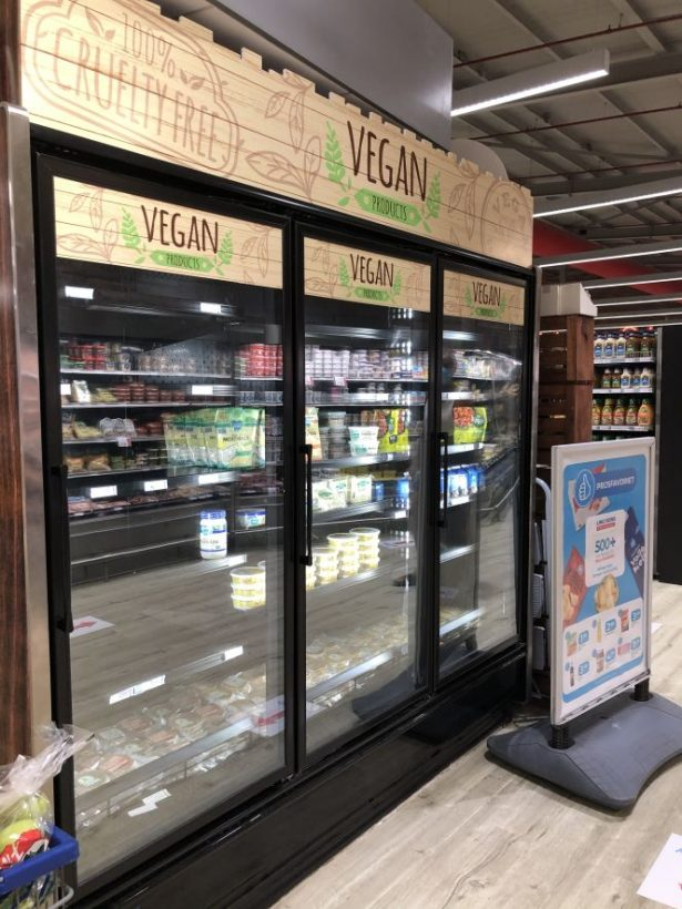 Vegan supermarket shopping Aruba
